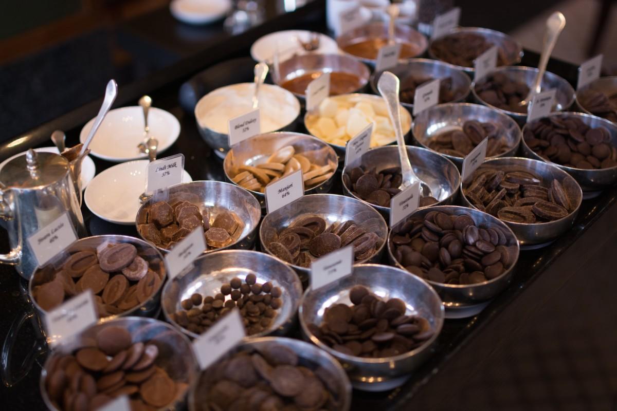 フランス、ベルギー、スイスなど各国のチョコレートが勢揃い